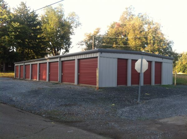 205 North Main Street Hornbeak, TN 38232 - Drive-up Units|Driving Aisle